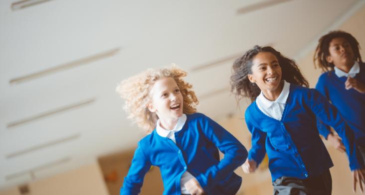 children running to show urgency